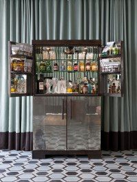 Rupert Bevan Cocktail bar at Miami Beach's exclusive Soho Beach House, Tim wants a drinks cabinet! Mini Bars, Soho Beach House Miami, Miami Beach, Miami Florida, Modern Drinks Cabinet, Soho House Group, Hotel Minibar, Antique Mirror Glass, Antiqued Mirror