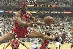 Michael Jordan Basketball, Basketball Is Life, Sports Basketball, Denis Rodman, Bulls Wallpaper, Nba, Michael Jordan Photos, Sport Nutrition, Dennis The Menace