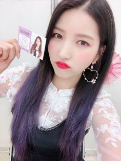 名刺お渡し会はGFRIEND初のイベントでした!皆さんどうでしたか?喜んでもらえたら嬉しいです! ソウォン、イェリン、ウナの名刺セルカ♡ #gfriend #ヨジャチング #ヨチン Kpop Girl Groups, Korean Girl Groups, Kpop Girls, Gfriend Sowon, Cloud Dancer, Entertainment, Boys Over Flowers, G Friend