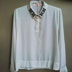camisa-off-white-gola-bordada-pedrarias-prateadas-comprar
