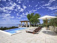 ALLEINSTEHENDES Ferienhaus mit beheiztem infinity Pool, Terrasse und Meerblick. Buchen Sie Alleinstehendes Ferienhaus Mendula mit Pool und Meerblick, an der Makarska | HomeAway.at