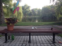 Boston Pays Tribute to Robin Williams with Notes at Public Garden ...