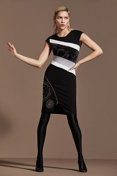 Desigual short-sleeved black dress with a unique combination of patchwork fabrics and metal studs. Zipper details. Discover our new arrivals!