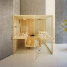 Sauna with an original, contemporary design and symmetrical lines, whose standout feature is its light and airy feeling. Discover the Air sauna Saunas, Teak, Sauna Design, Aspen Wood, Sauna Room, Turkish Bath, Have A Shower, Bathroom Hardware, Contemporary Design