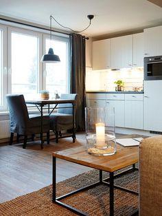 Weiße Küchenzeile in möblierter 1-Zimmerwohnung in Hamburg Harburg