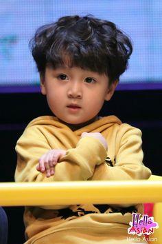 Hao Hao in Thailand Asian Kids, Asian Babies, Cute Kids, Cute Babies, Kid N Teenagers, I Kid You Not, Asian Celebrities, Triplets, Boy Groups
