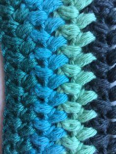 Puff stitches er et rigtig dejligt mønster til f.eks. tæpper, da maskerne bliver puffet og luftige. Når der skal hækles puff stitches skal du slå et lige antal luftmasker op. Jeg har brugt enkelt 8/4 bomuldsgarn og nål nr. 3