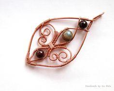 https://flic.kr/p/G1ojvp | Fleur-de-Lis Pendant no. 2 | Copper, labradorite, garnet wire wrapped Fleur-de-Lis pendant.