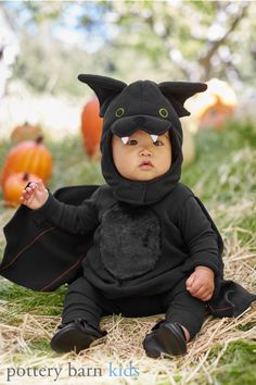 Give your little one a memorable first Halloween with impossibly cute and cozy costumes from Pottery Barn Kids. Still searching for that perfect costume idea? We've got all kinds of fun and playful baby costumes to choose from—each one specially designed to keep them warm—and adorable—through the chilly October night.