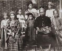 King Talasa and his family (Tolage, Toradja), Celebes c1900 Photographer: Hendrik Veen (?), Dutch Indies
