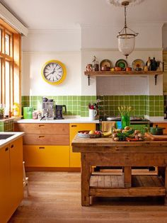 8 Contemporary Kitchen Cabinet Ideas That Are Anything But Sterile Kitchen Interior, New Kitchen, Copper Kitchen, Rustic Kitchen, Country Kitchen, Kitchen Yellow, Primitive Kitchen, Kitchen Taps, Interior Plants