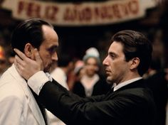 Al Pacino als Michael Corleone & John Cazale als Fredo Corleone Der Pate Part . Fredo Corleone, Don Corleone, Corleone Family, John Cazale Meryl Streep, Al Pacino, The Godfather Part Ii, Godfather Movie, Saint Yves, Ingrid Bergman