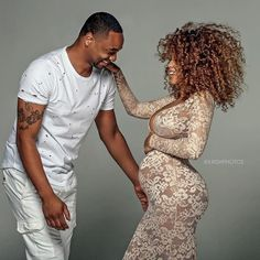 maternity picture ideas for black couples Pregnancy Goals, Pregnancy Outfits, Pregnancy Photos, Baby Shoot, Pregnant Couple, Shooting Photo, Black Couples, How To Pose, Maternity Pictures