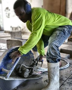 Concrete Cutting  #concretecuttingmiami #concretecutting #concreteconnection #miami #miamibeach #coralgables #gablesestates #construction #constructionsite #generalcontractor #concretelife #handsawing