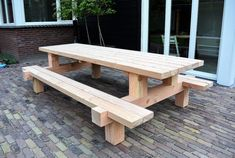 Build A Picnic Table, Wooden Picnic Tables, Outdoor Tables, Diy Outdoor Furniture, Garden Furniture, Diy Furniture, Pizzeria Design, Cherry Wood Kitchens, Outdoor Island