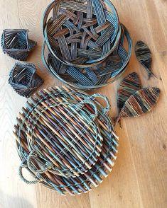 Baskets On Wall, Wicker Baskets, Woven Baskets, Willow Weaving, Basket Weaving, Miniature Houses, Miniature Dolls, Basket Tray, Newspaper Basket