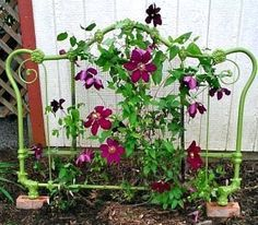 Garden Landscaping 25 Garden Art Diy - Don't crowd the garden with each amazing object d' art you're able to find. The most significant thing is it's your own art. Found-object yard art takes the least quantity o… Garden Junk, Diy Garden, Garden Cottage, Garden Trellis, Garden Crafts, Garden Projects, Garden Landscaping, Upcycled Garden, Repurposed