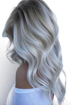 Find 59 examples of platinum blonde hair color shades to rock, as well as the best platinum hair dye kits to achieve the perfect icy hair at home! Summer Blonde Hair, White Blonde Hair, Blonde Hair Looks, Beautiful Blonde Hair, Icy Blonde, Short Blonde, Blonde Hair Colour Shades, Platinum Blonde Hair Color, Silver Platinum Hair