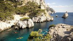 Kayakers in Les Calanques near Cassis, France Fall Vacations, Dream Vacations, Cassis France, Holidays In June, Oh The Places You'll Go, Places To Visit, Virtual Travel, Fjord, Parc National