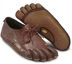 """Vibram FiveFingers Capri I don't know if I need """"dressy"""" toe shoes, but these are interesting. Simple Shoes, Casual Shoes, Finger Shoes, Gold Dress Shoes, Vibram Shoes, Vibram Fivefingers, Barefoot Shoes, Fancy Shoes, Toe Shoes"""
