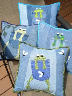 MOTIF Grenouille affamée Quilted oreiller par BackPocketDesign