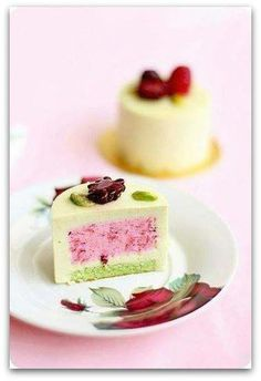 Lots of amazingly delicious sweet dessert recipes including cakes, pies, cupcakes, & so much more! Fancy Desserts, Köstliche Desserts, Delicious Desserts, Dessert Recipes, Yummy Food, Dessert Healthy, Health Desserts, Plated Desserts, Mini Cakes