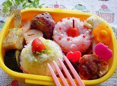 『カップケーキ弁当とパンダうさぎ弁当』