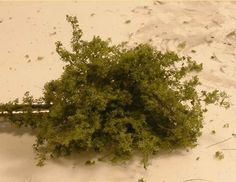 Making Bushes Using Faux Fur Model Training, Train Table, Miniature Plants, Miniature Houses, Great Hobbies, Model Train Layouts, Miniture Things, Classic Toys, Scenery