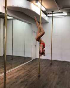 Eat your Russian heart out Magarita. what do you do when u have a morning flight out of Sydney? pre pack n learn a cheeky one hour combo with of… Pole Fitness Moves, Pole Dance Moves, Pole Dancing Fitness, Barre Fitness, Fitness Exercises, Aerial Dance, Aerial Hoop, Aerial Silks, Pool Dance