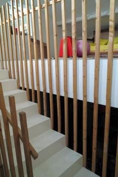 Stair Handrail, Deck Railings, Escalier Design, Condo Furniture, House Stairs, Basement Renovations, Under Stairs, Staircase Design, House Front