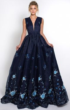 AZRIA GOWN - lovely for Crown Princess Mary of Denmark with an adjustment of the cleavage Grad Dresses, Bridesmaid Dresses, Formal Dresses, Beautiful Gowns, Beautiful Outfits, Pretty Outfits, Pretty Dresses, Floral Gown, Glamour