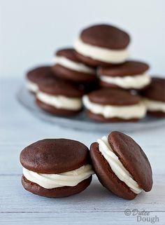 Whoopie Pies : À faire avec le cacao Special Dark de Hershey.  Et le crémage du site GH mais avec 1/2t de plus de sucre en poudre et 2 cu. à table de beurre.  Sans vanille. SP