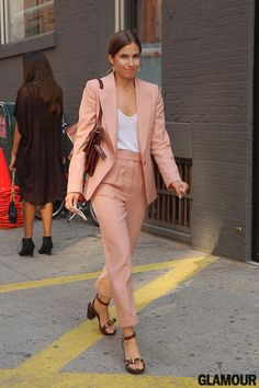 Not all pant suits have to be black or grey. Try other neutral colors for a summer look. #work #style #suit
