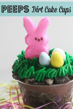 Easter Bunny Peeps Dirt Cake Cups. These are super easy and delicious treats for Easter! www.momswithoutanswers.com