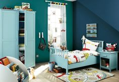 Analogous colour scheme. Light blue. Turquoise. And dark blue.