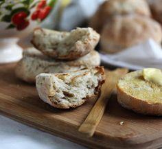Petits pains au yaourt bio Les 2 Vaches Très Nature  Retrouvez la recette sur notre blog: http://www.les2vaches.com/le-blog/les-recettes-bio/petits-pains-au-yaourt-bio-les-2-vaches-tres-nature