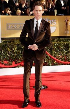 Eddie Redmayne at the 2013 SAG awards in a delicious chocolate brown velvet suit from Hugo Boss.