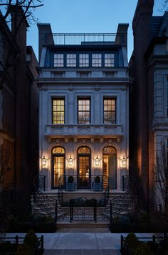 The perfect little townhouse designed by Middlefork Development LLC Home Builders 🏯 Classic Architecture, Architecture Design, Townhouse Exterior, Villa, Townhouse Designs, Facade House, Classic House, Victorian Homes, Home Builders
