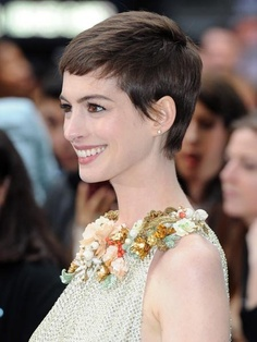Cool Short hair!!! Anne Hathaway