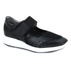 Geox Ophira D721CF zapatos estilo merceditas para mujer hechas con pieles y materiales textiles. Calce rápido y cómodo con un velcro sobre nuestro empeine. La plantilla interna está acolchada y es extraible. Suela externa sintética, flexible y con buen agarre