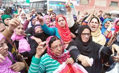 Anganwari workers protesting in support of their demands in Srinagar.  -Excelsior/Shakeel