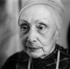 Bilde fra http://theredlist.com/media/database/fashion2/history/1940/madame-gres-/052-madame-gres-theredlist.jpg.