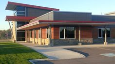 Project: Collingwood Fire Hall Location: 45 High Street, Collingwood, ON Products: Parklex & Equitone with T Clips Architect: MCL