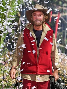 The I'm A Celebrity! host first clashed with the ex-contestant during an awkward This Morning interview in 2016 in which she challenged his claims that 'negative energy' causes cancer. Noel Edmonds, Holly Willoughby, Scandal, Feels, Celebrity, Fashion, Moda, Fashion Styles, Celebs