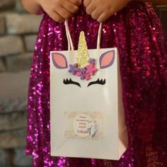 DIY Tutorial: Unicorn Party Favor Bags are perfect for the unicorn theme party, for a favor bags, or just for fun. All the materials and step by step instructions for this easy goodie bag. Garden Party Favors, Party Favors For Adults, Fairy Birthday Party, Birthday Party Themes, Birthday Ideas, Party Gift Bags, Party Gifts, Candy Themed Party, Unicorn And Glitter