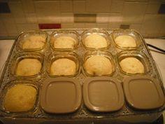En avant pour des petits cakes salés Recette de la base : 150 g de farine 1 sachet de levure chimique 10 cl de lait 10 cl d'huile 3 oeufs 100 gr de gruyère rapé sel, poivre Mélanger le tout et y ajouter ce que l'on veut ( petits lègumes ou lardon ou jambou...