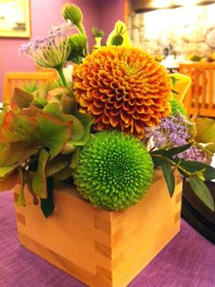Japanese Modern, Japanese Style, Table Flowers, 70th Birthday, Floral Arrangements, Hello Kitty, Centerpieces, Table Settings, Bouquet