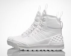 All white Nike Lunar Terra Arktos Sp sneakers Nike Outlet, Nike Lunar, Sneakers Mode, Sneakers Fashion, Nike Boots, Nike Free Flyknit, Nike Free Runs, Nike Running, On Shoes