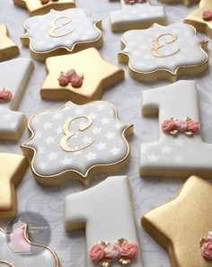 Gold, pearl stars and rosettes. A first birthday cookie set fit for a princess. #starcookies #numberonecookies #decoratedcookies…