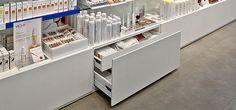 Carpinteria, mobiliario comercial en farmacia Redfarma | Flickr: Intercambio de fotos